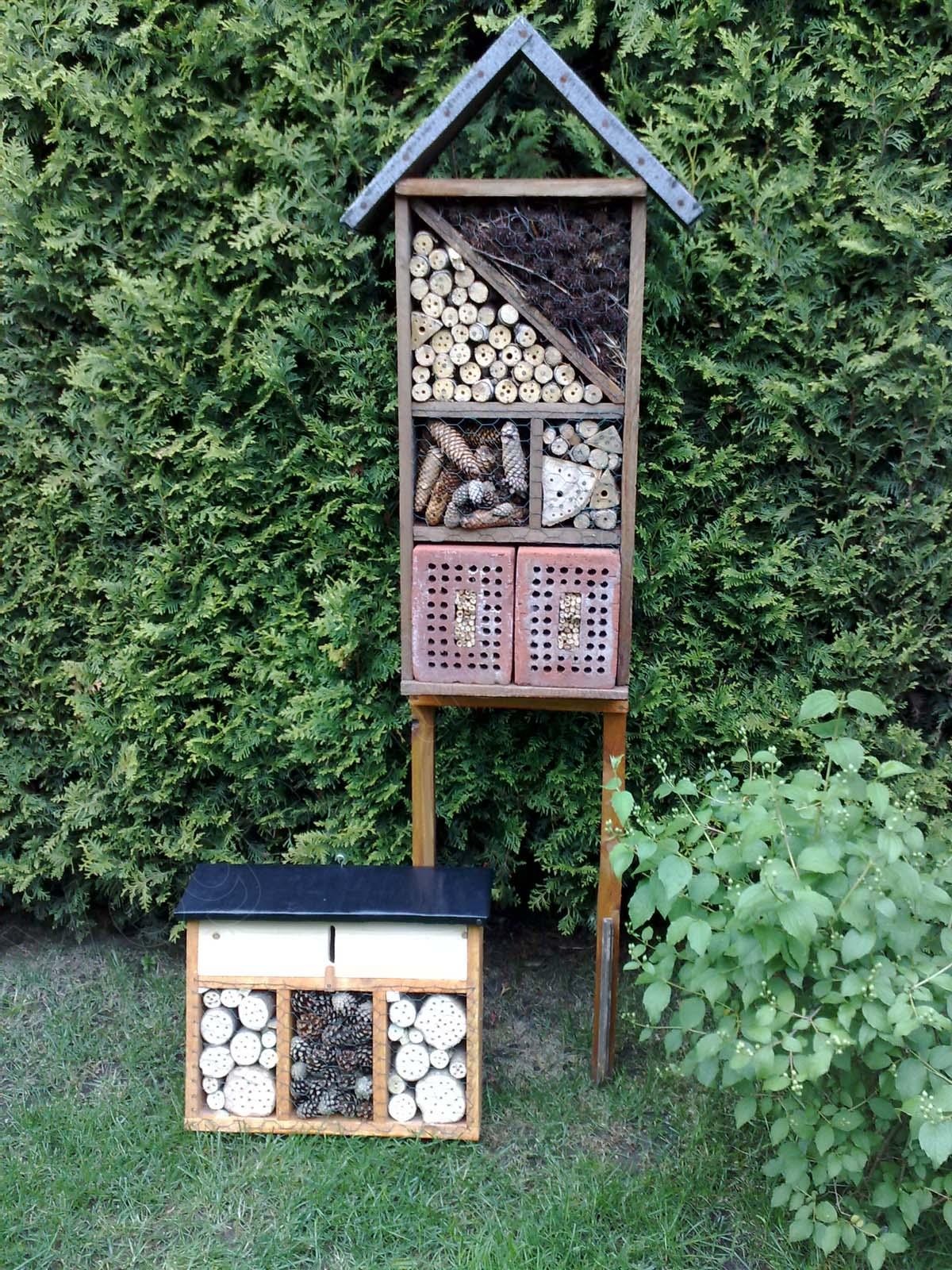 das neue insektenhotel ist fertig vegetation daheim. Black Bedroom Furniture Sets. Home Design Ideas
