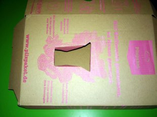 1) Kartondeckel öffnen